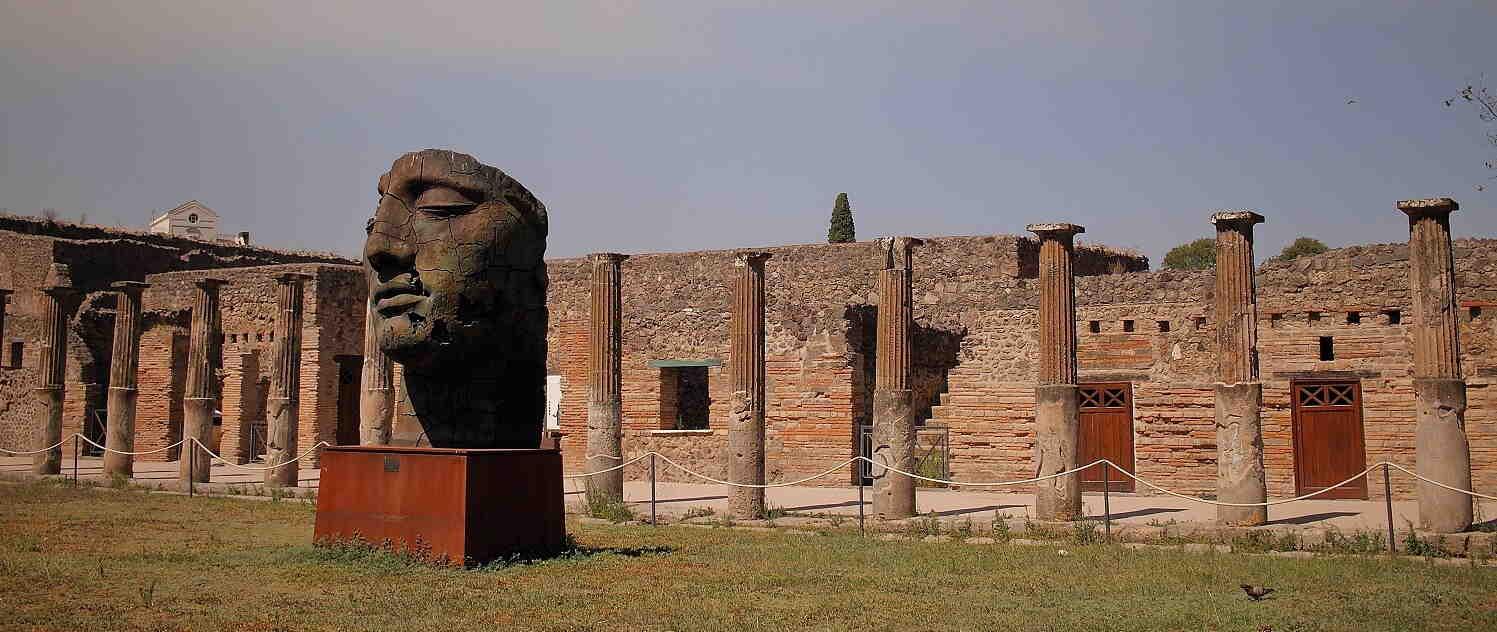 How long does it take to tour Pompeii?