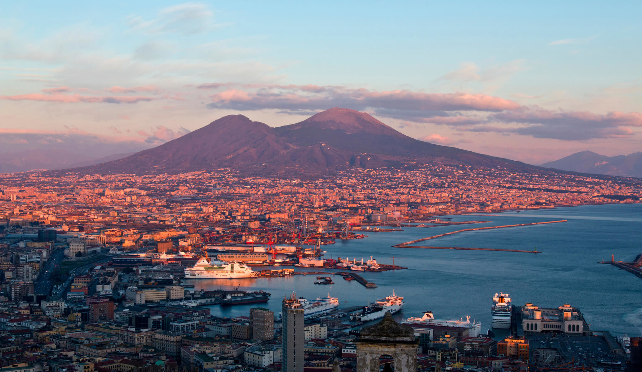 What is the history of Mount Vesuvius?
