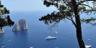 2 Day Pompeii, Sorrento & Capri Tour from €389