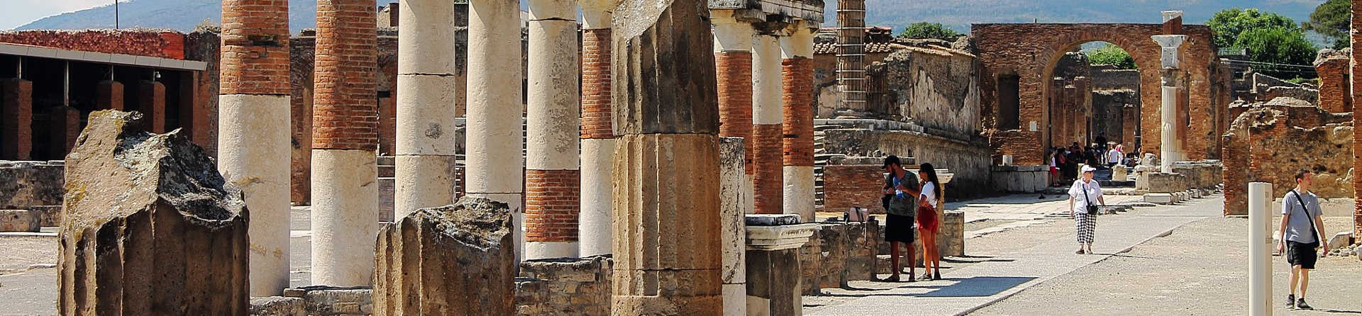 What is the best time of year to visit Pompeii?