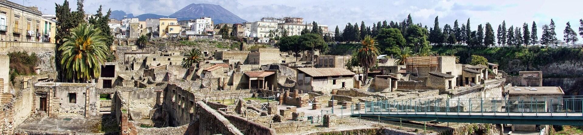 Can you walk around Herculaneum?